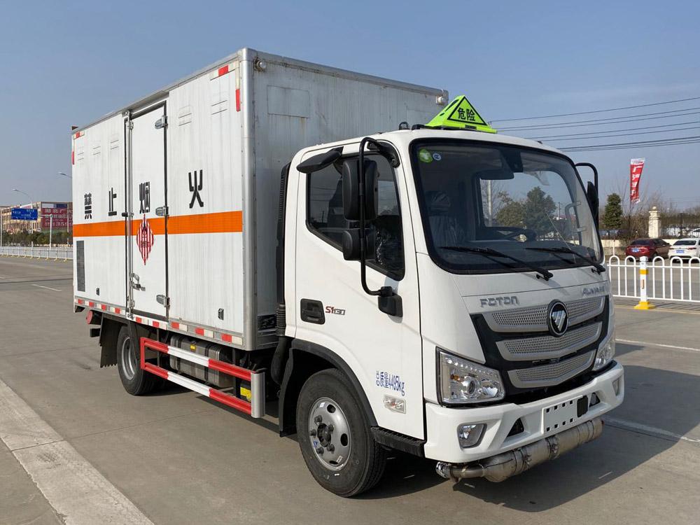 楚胜牌CSC5045XRGB6型易燃固体厢式运输车