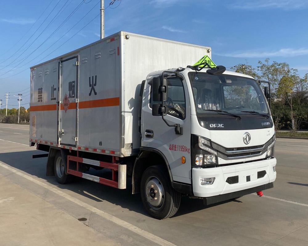 楚胜牌CSC5125XRG6型易燃固体厢式运输车