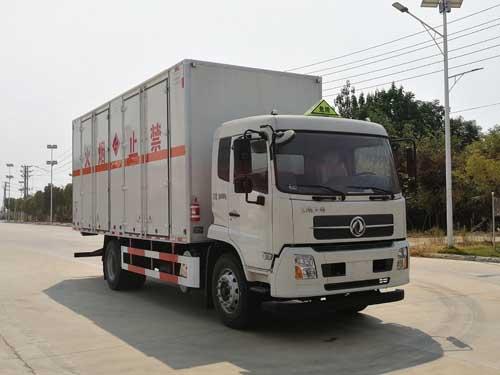 楚胜牌CSC5180XRYD6型易燃液体厢式运输车